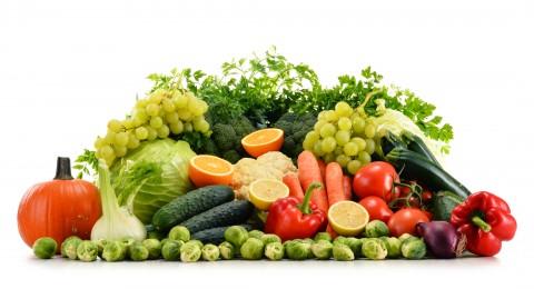 دراسة: على الشباب تناول الفواكه والخضروات بكثرة