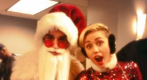 مايلي سايرس ترقص بطريقة فاضحة مع بابا نويل