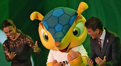 قرعة نهائيات كأس العالم 2014 تسفر عن صدام، والجزائر في مجموعة سهلة
