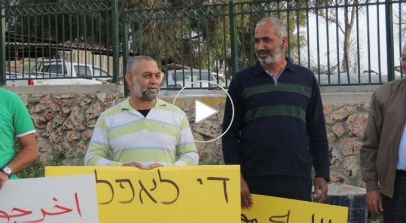 العشرات يتظاهرون بقلنسوة ضد هدم البيوت