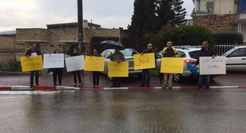 أولياء أمور طلاب إعدادية دبورية يتظاهرون ضد إدارة المدرسة