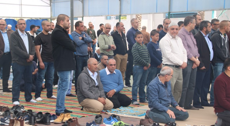 صلاة جمعة بام الفحم تضامنا مع د.اغبارية وفراس