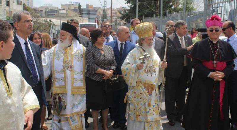 طائفة الروم في الناصرة تحتفل بالبشارة بمسيرة تقليدية ضخمة