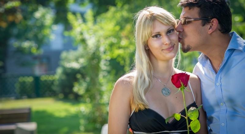 الرجل العربي يفضّل لزواج بمن تصغره سنًا .. لماذا؟