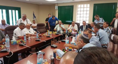 اجتماع في البعينة بين رؤساء عرب والوزير أردان وحكروش والأخير يرفع شعار