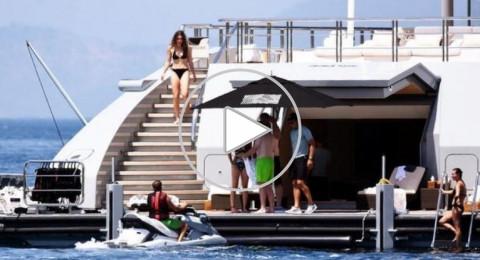 بالفيديو والصور: أميرات وأمراء سعوديون بملابس البحر على يخت ثمنه 160 مليون دولار