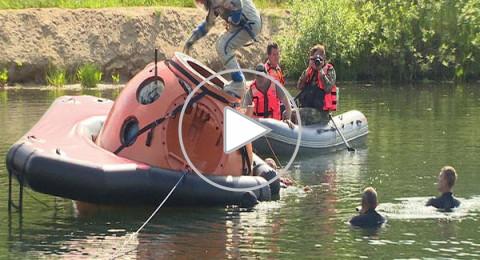 تدريبات رواد الفضاء في حالة الهبوط على سطح الماء