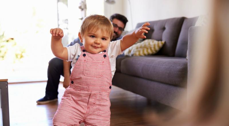 هل وُلد طفلك مبكراً؟ اكتشفي متى سيصبح قادراً على المشي