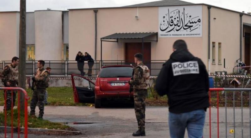 اصابة ثمانية أشخاص خلال إطلاق نار أمام مسجد في فرنسا
