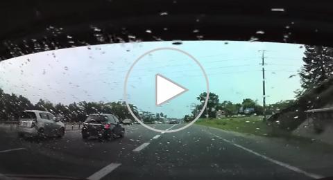 شاهدوا كيف انقذ نظام القيادة الذاتية سائقا من حادث مميت!