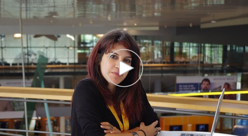 لينا بن مهني مدونة تونسية مرشحة لـ