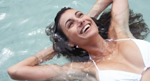 7 فوائد صحية مذهلة لممارسة تمارين السباحة