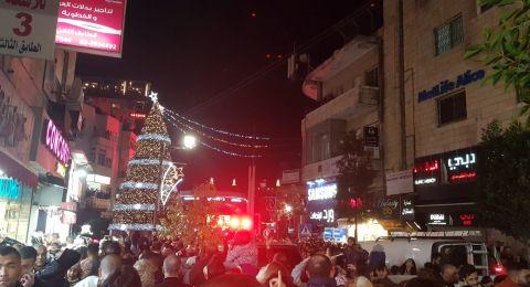 اضاءة شجرة الميلاد على ميدان الشهيد ياسر عرفات برام الله