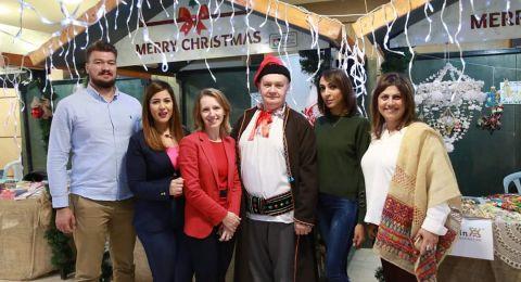 بلدية رام الله تفتتح سوق عيد الميلاد المجيد