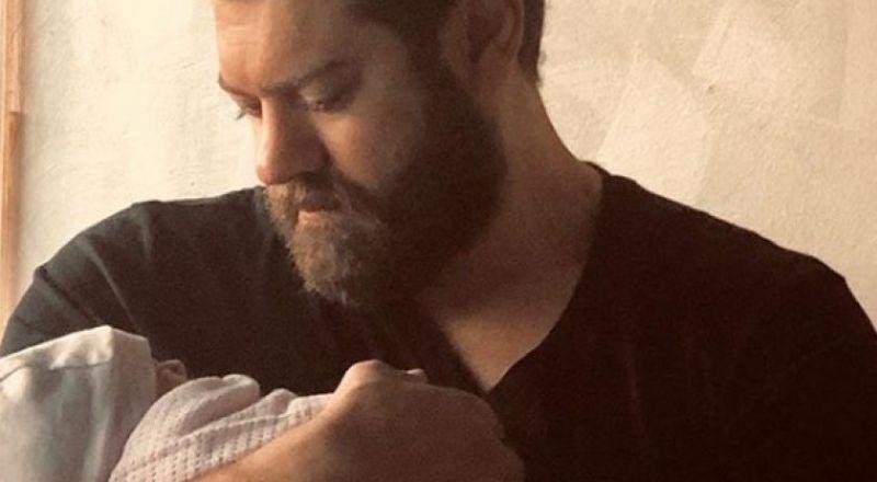 عمرو يوسف ينشر صورة جديدة لابنته من كندة علوش