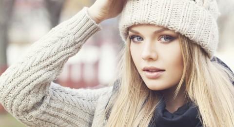 5 خلطات طبيعية سريعة المفعول لعلاج الشعر في الشتاء