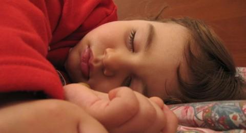 منتجات الحليب وتأثيرها على عادات النوم لدى الاطفال والمراهقين