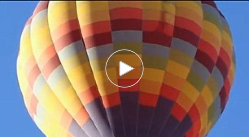 """أمريكي يطير فوق سماء كاليفورنيا بـ""""مظلة شمسية"""""""