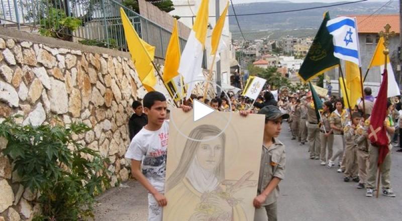 المغار تستقبل ذخائر القديسة تيريزا بمسيرة كشفية