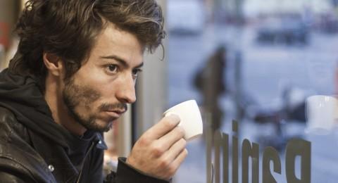لماذا لا يفضّل شرب القهوة على معدة خاوية؟