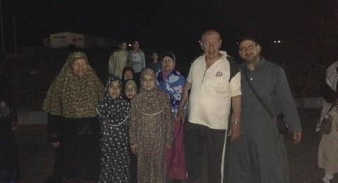 معتمرون من الطيبة علقوا في صحراء السعودية منذ الصباح!