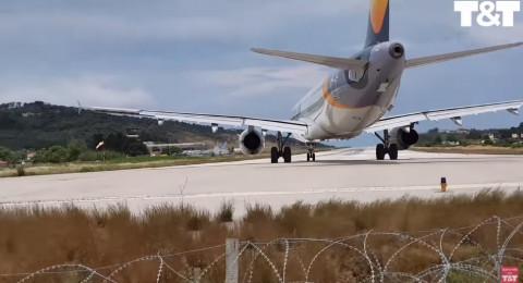 ماذا حدث لسائح أراد تصوير إقلاع طائرة عن قرب؟