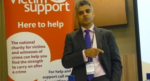 حزب المحافظين البريطاني يعاقب أحد أعضائه أساء لعمدة لندن المسلم