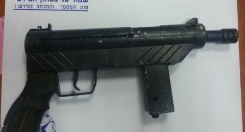 ام الفحم: الشرطة تضبط أسلحة وذخائر وعبوتين انبوبيتين ومخدرات خلال تفتيش
