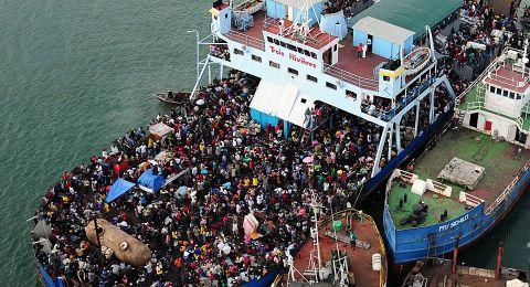 قتلى بينهم أطفال بغرق سفينة مهاجرين في تركيا