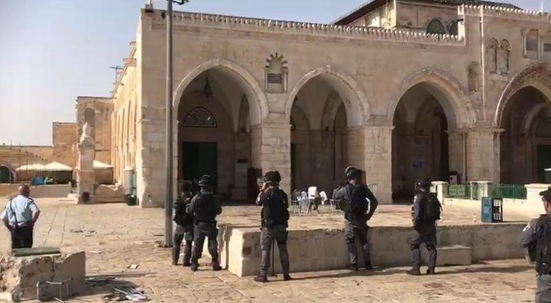 توتر شديد في المسجد الأقصى بعد سماح الشرطة للمتطرفين اقتحام المسجد