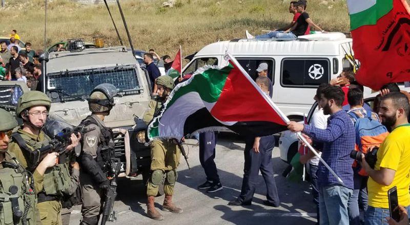 الاحتلال يحتجز جثمان الشهيد التميمي على حاجز عطارة شمال رام الله