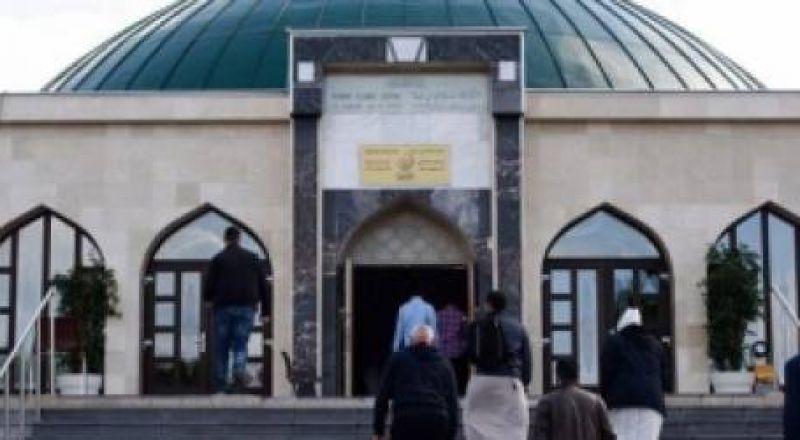 النمسا تغلق 7 مساجد وتطرد 60 إماما لانتهاكات