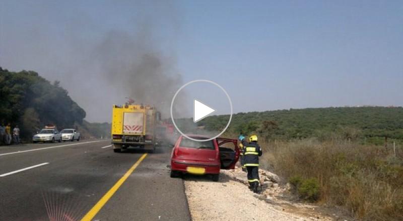 اندلاع النيران في سيارة