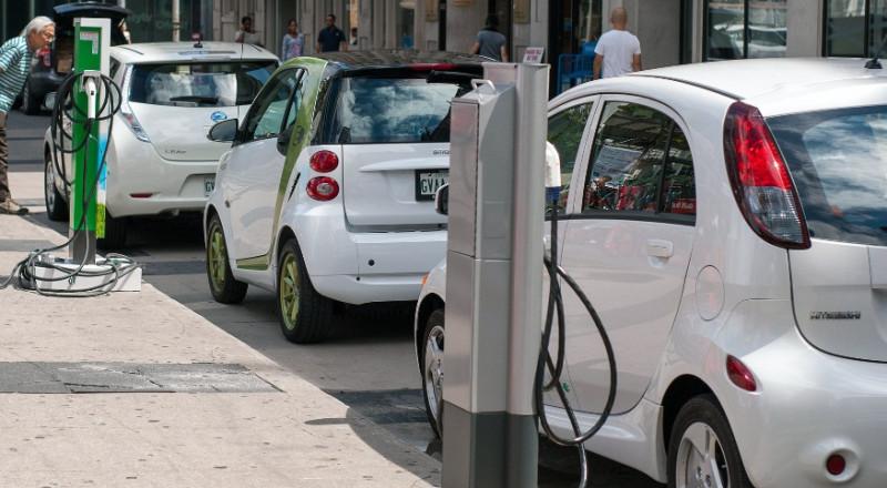 شركة سمارت السويسرية تبتكر سيارة دون مقود ودواسات