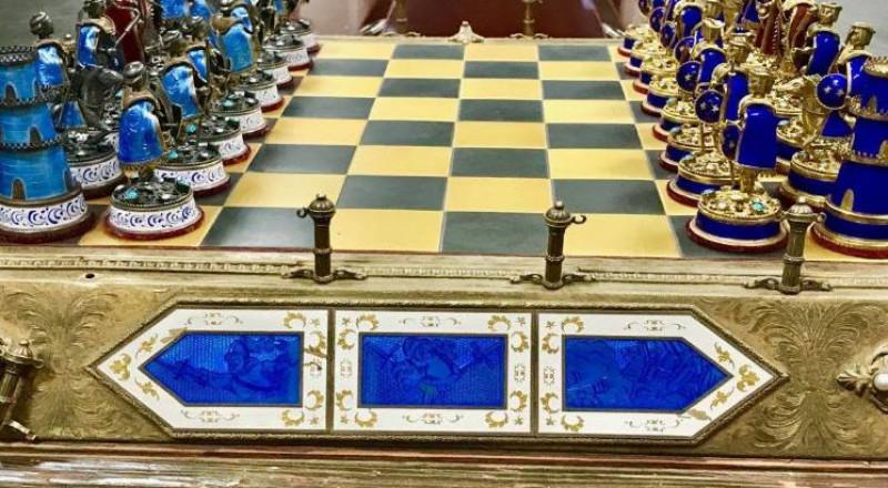 """رقعة """"شطرنج"""" صدام حسين تعود"""