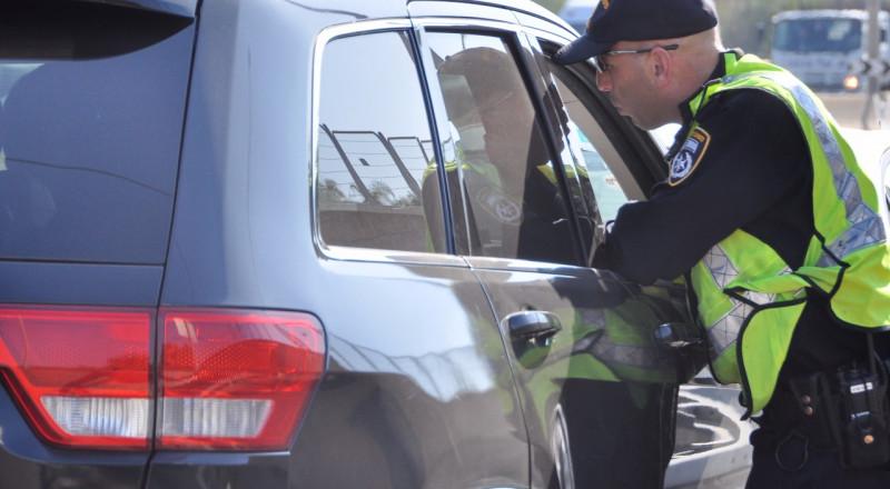 ضبط واعتقال سائق من كفر قرع رخصته غير سارية المفعول منذ عام 2002