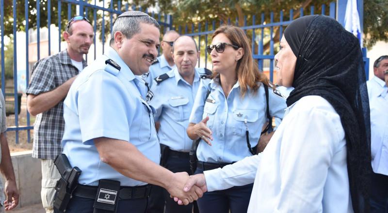 الشرطة تفتتح العام الدراسي في البلدات العربية وتواصل جهوزيتها