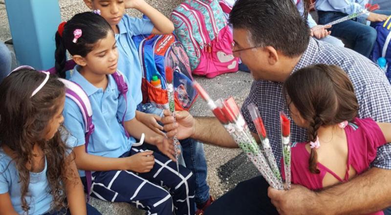 النائب جبارين يشارك باستقبال الطلاب بافتتاح السنة الدراسية