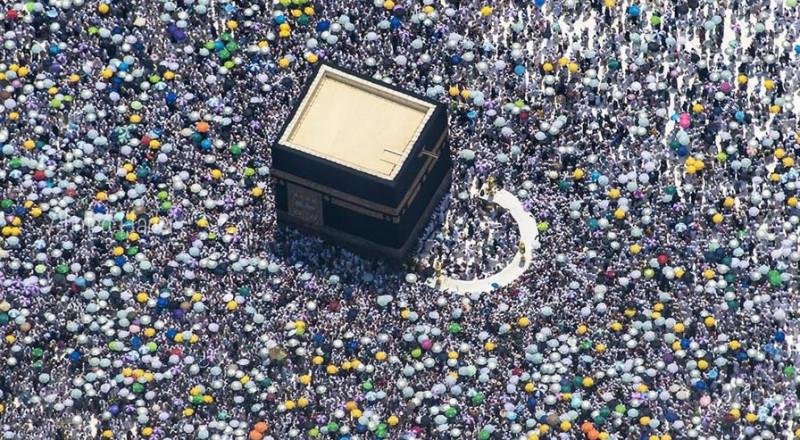 مشهد مهيب لامتلاء صحن المطاف بالحجاج أثناء طواف الإفاضة