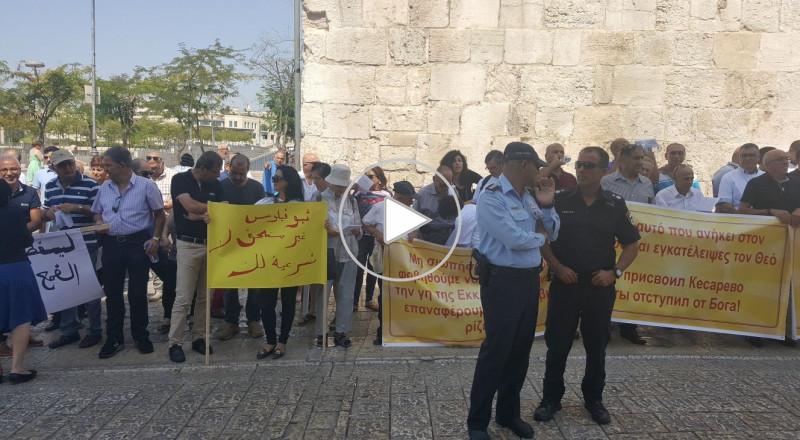 النائب ايمن عودة خلال مشاركته في التظاهرة ضد بيع املاك الطائفة الارثوذوكسية في القدس