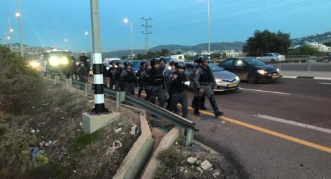 الشرطة تعتقل قاصرين وبالغ من وادي عارة بشبهة القاء حجارة
