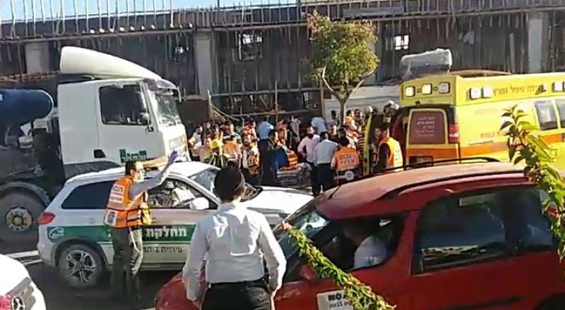 إصابة 4 عمال بانهيار مبنى في