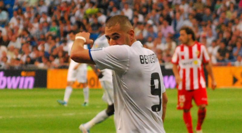 بنزيما يسخر من فرانس فوتبول بسبب الكرة الذهبية