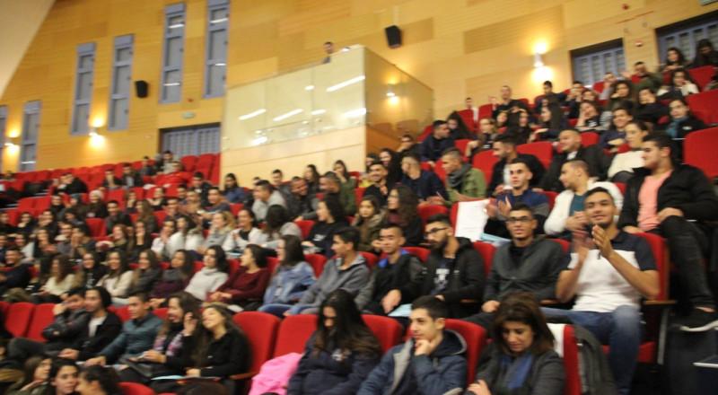 رواد التعليم العالي في معرض أكاديمي بمدرسة مار يوسف في الناصرة بمشاركة مئات طلاب الثواني عشر