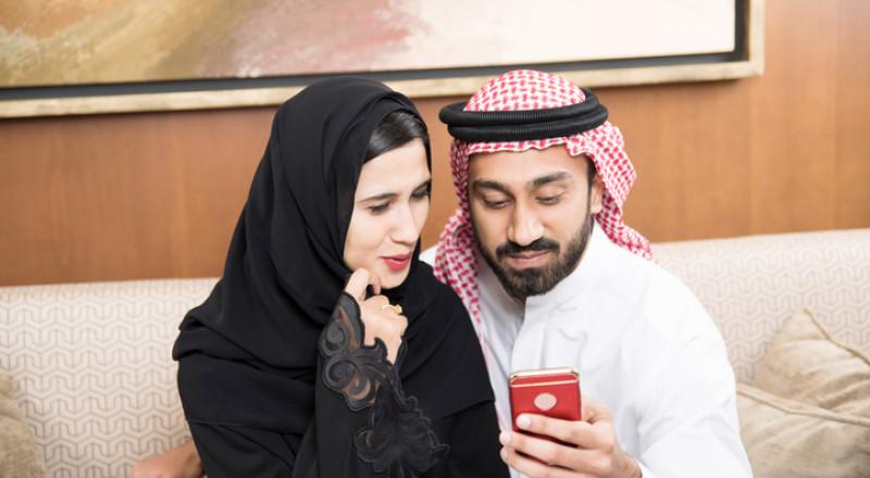 سعودي يقيم حفل زفافه عبر
