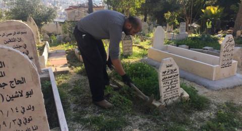 الناصرة: البلدية تقوم بتنظيف المقبرة الاسلامية قرب مستشفى الانجليزي (الهواره)