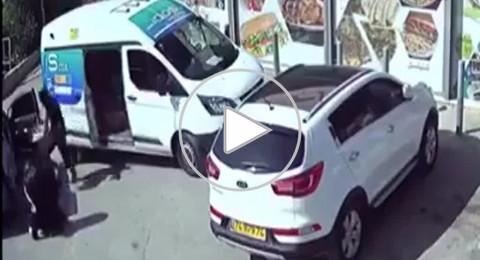 السطو المسلح على موزع السجائر في الناصرة: اعتقال شابين وسيدة