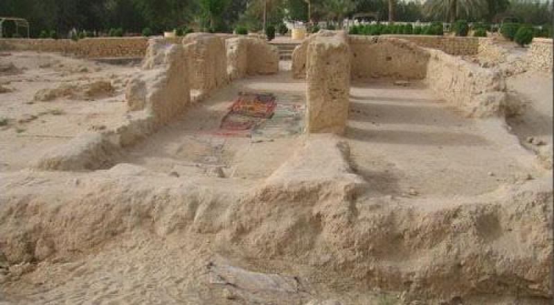 المسجد أقيمت به ثاني جمعة بالإسلام أخرج من تحت الأرض