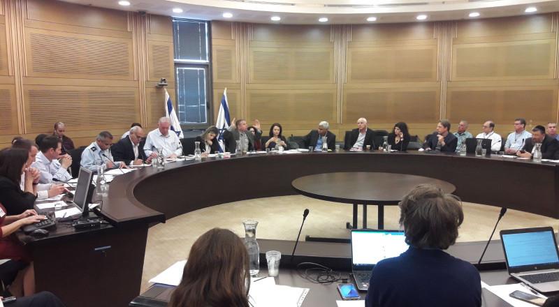 لجنة الاقتصاد تناقش قضية الإبل السائبة وتسبُبها بحوادث الطرق