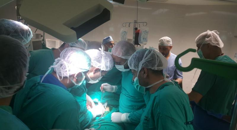 عمليات جراحية معقدة وتنقل بين غرف العمليات لعلاج المصابين أثناء مواجهات الأمس
